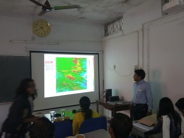 Dr. Tapan Moharana, Senior Geologist, GSI, delivering an extramural lecture