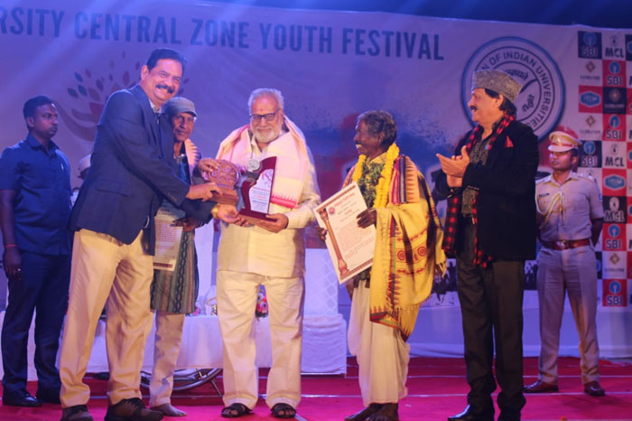 Felicitation to Prof. Ganeshi Lal, Honourable Chancellor of Sambalpur University in the cultural programme at SUIIT